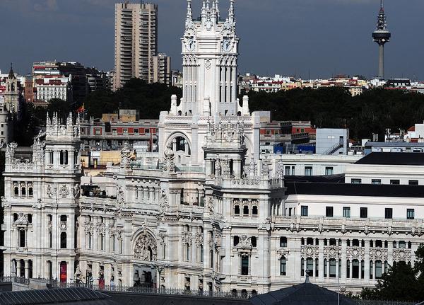 El Ayuntamiento de Madrid, en Cibeles, visto desde el Cñircullo de Bellas Artes