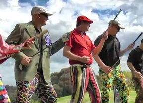 Cinco amigos australianos homenajean a Queen y al golf.